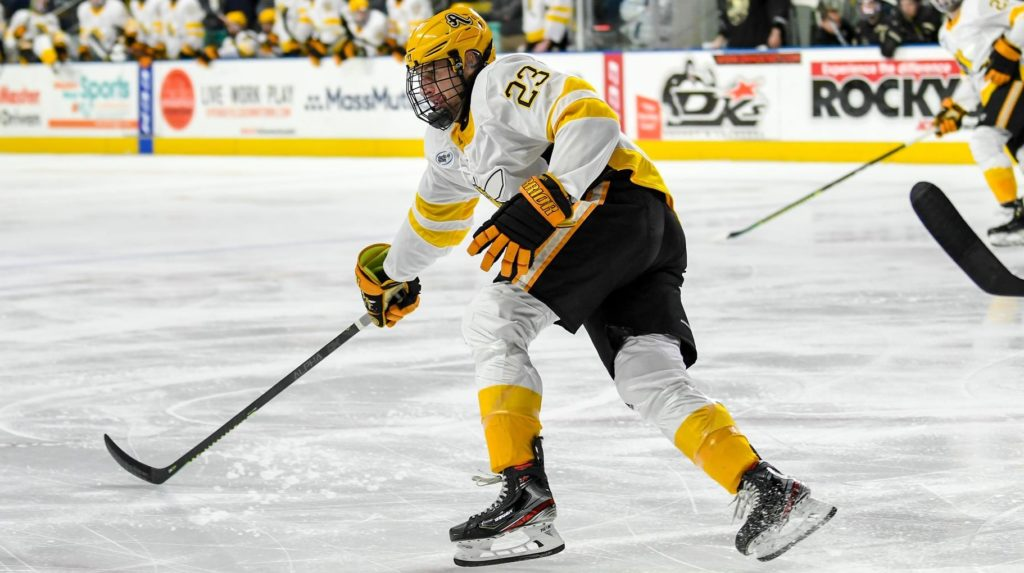 After one year at UMass, one year at AIC, Albrecht leaves NCAA for ECHL contract